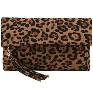 Handbags - Oversized leopard clutch (with chain) - NEW